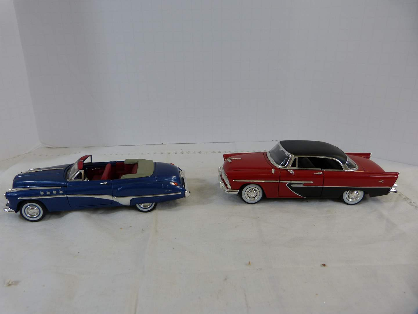 Lot # 220 Lot of 2 Diecast 1/32 collector cars (main image)