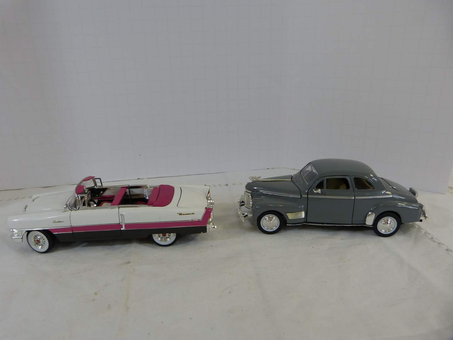 Lot # 221 Lot of 2 Diecast 1/32 collector cars (main image)
