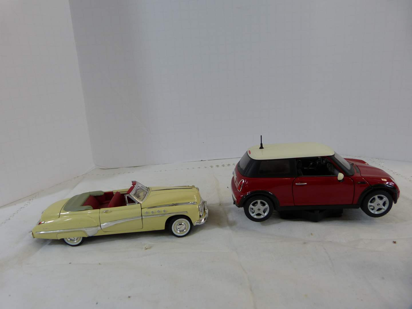 Lot # 224 Lot of 2 Diecast 1/32 collector cars (main image)