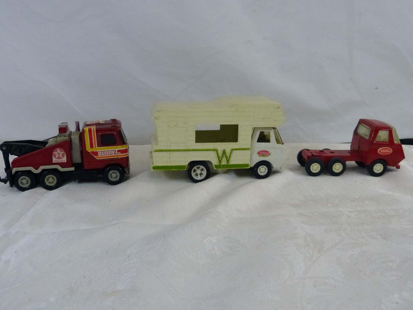 Lot # 150 Collection of vintage tin toys (main image)