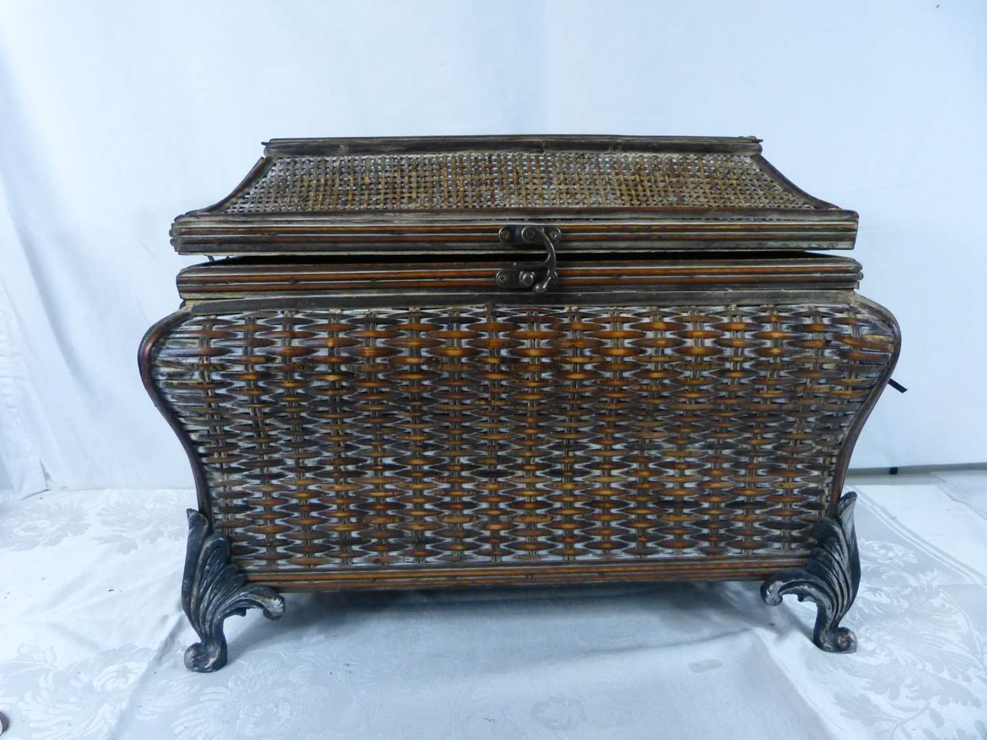 Lot # 184 Bombay style covered storage 19X14X13 very good condition (main image)