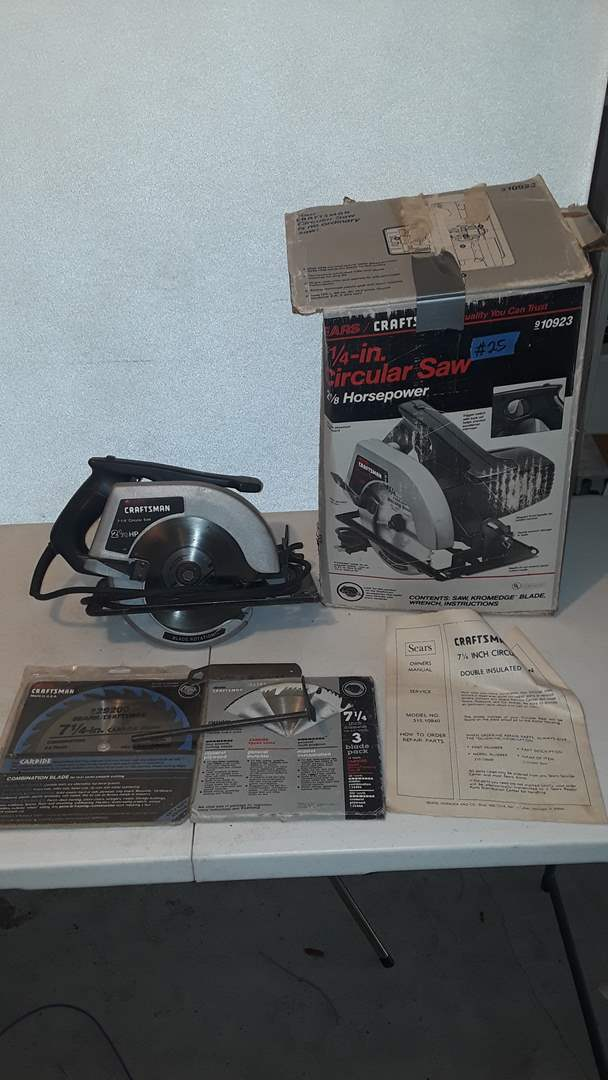 """Lot # 25 CRAFTSMAN 7 1/4"""" CIRCULAR SAW WITH EXTRA BLADES, WORKS"""