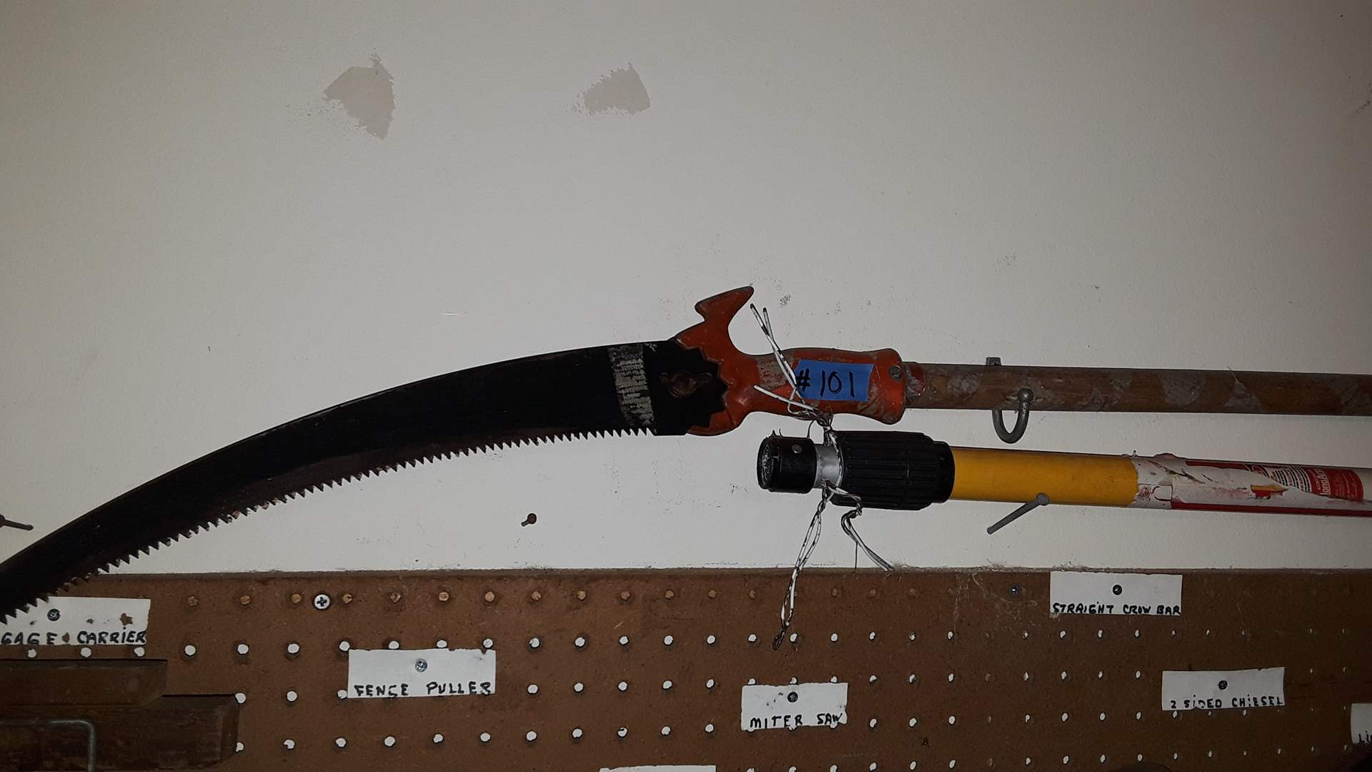 Lot # 101 TREE SAW WITH WOOD HANDLE AND LONG FIBERGLASS EXTENSION POLE