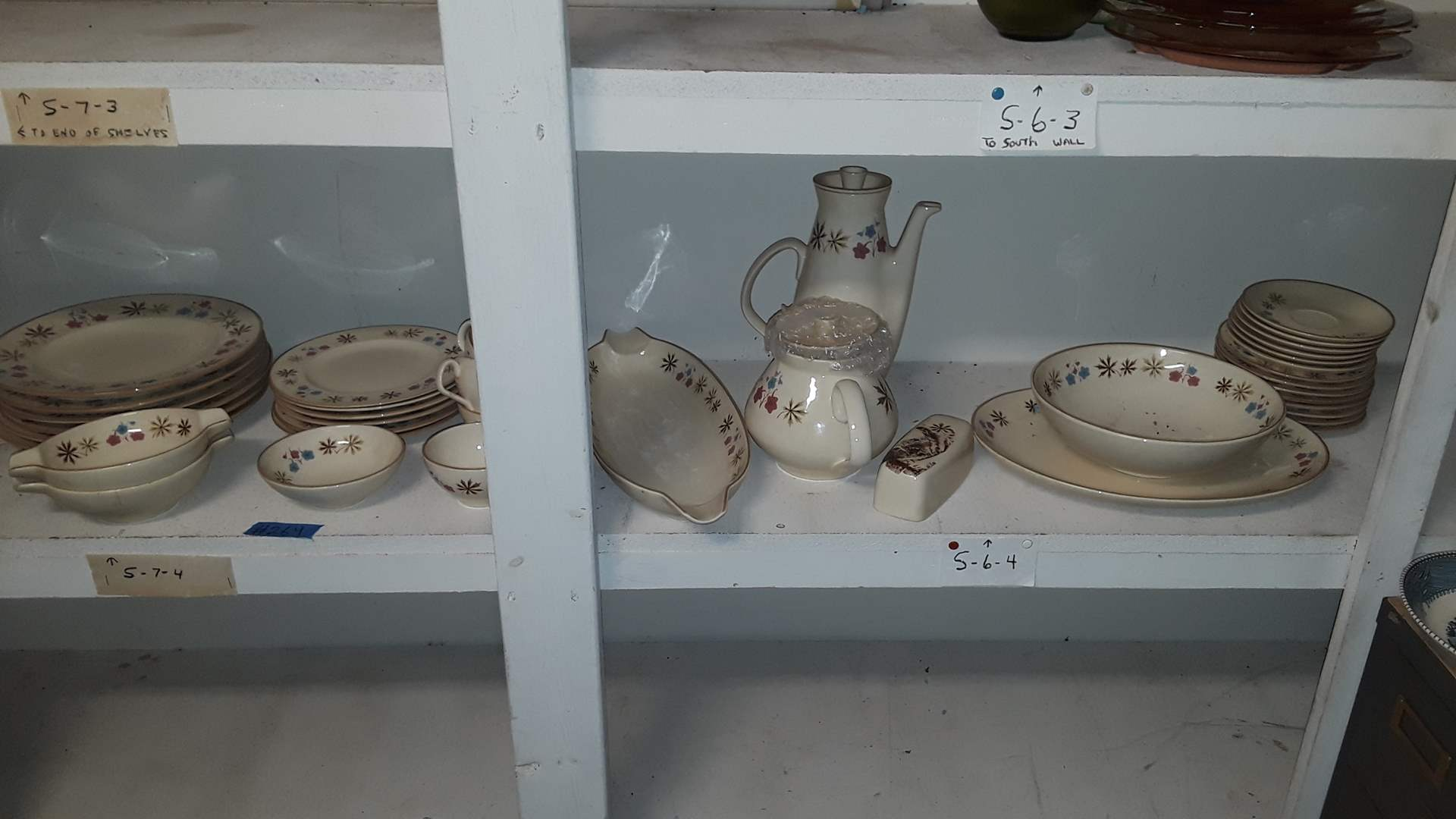 Lot # 264 VINTAGE FRANCISCAN DINNERWARE GOOD CONDITION
