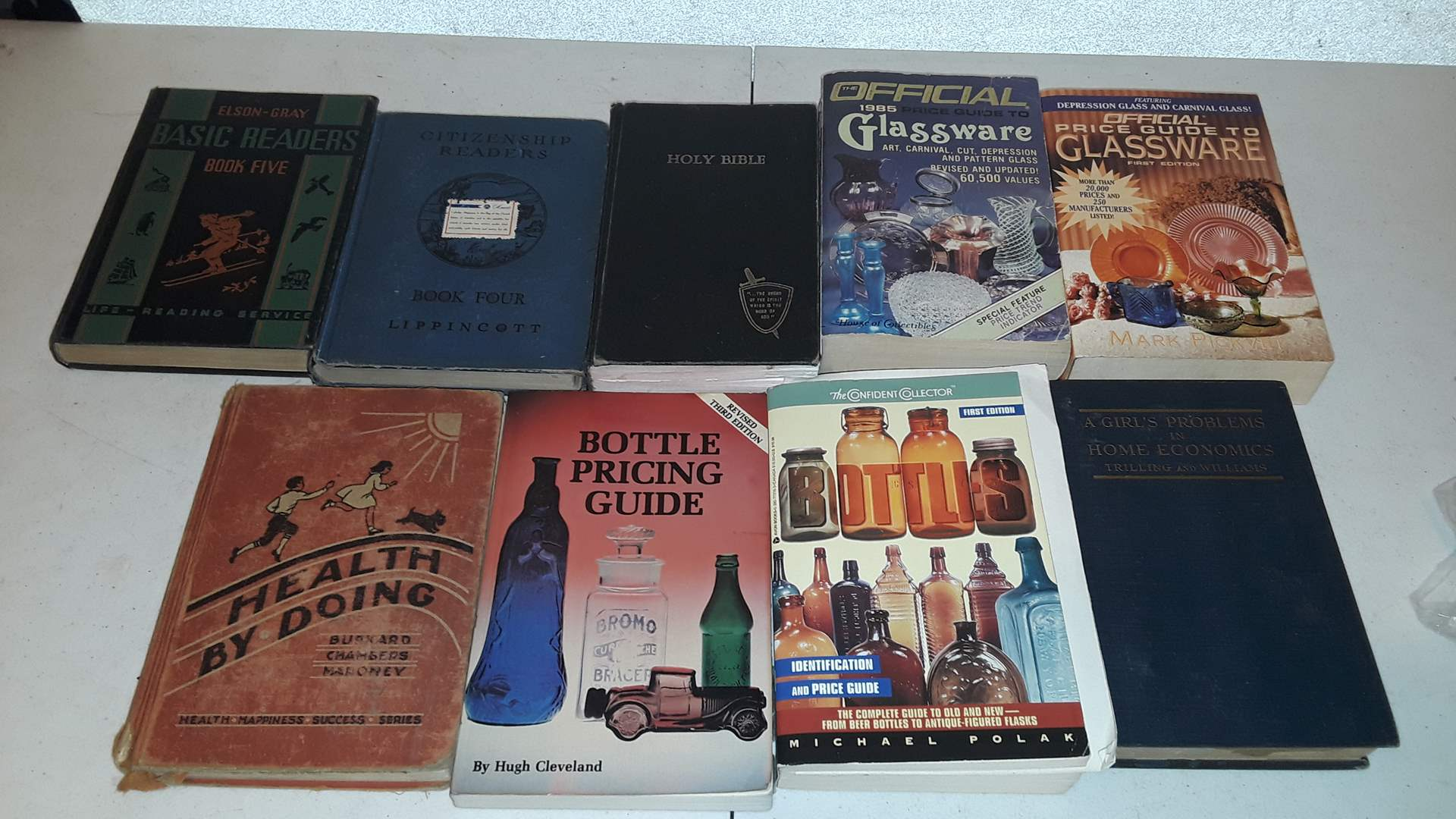 Lot # 284 VINTAGE GLASS COLLECTOR BOOKS AND ANTIQUE BOOKS