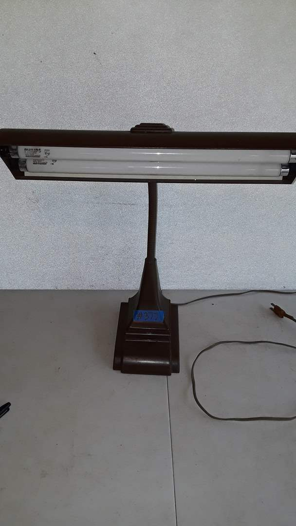 Lot # 377 ART SPECIALTY CO LAMP, WORKS
