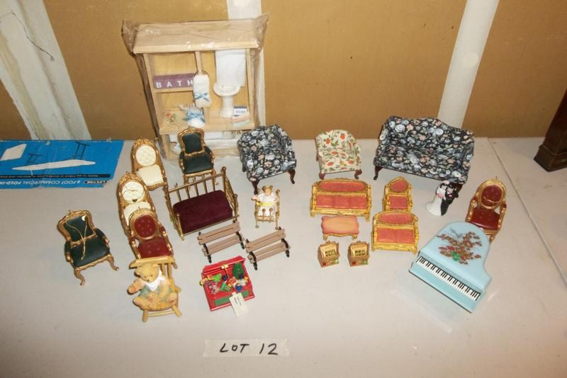 Lot #12 Vintage Doll House Furniture (main image)