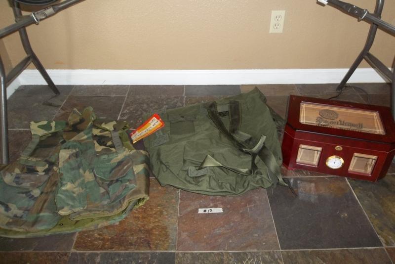 Lot #13 US Army Bag, Lrg Body Armor, Humidor (main image)