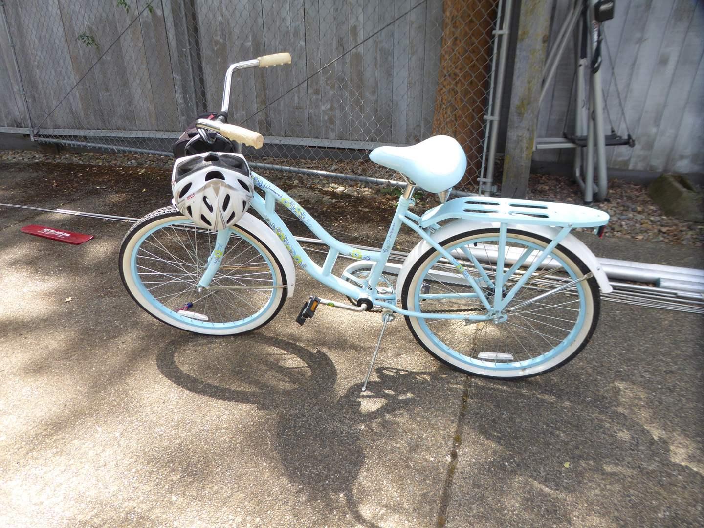 Lot # 13 - Schwinn Windwood Cruiser Bicycle (main image)