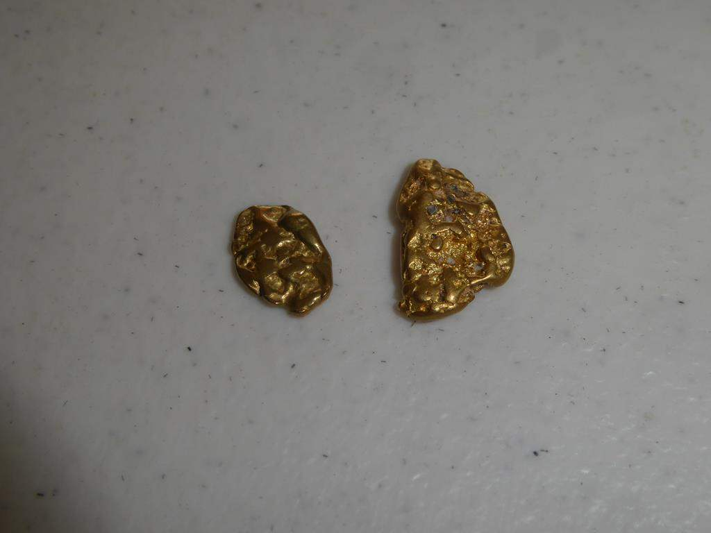 Lot # 89 - Two Gold Nuggets 4.5 Grams (main image)