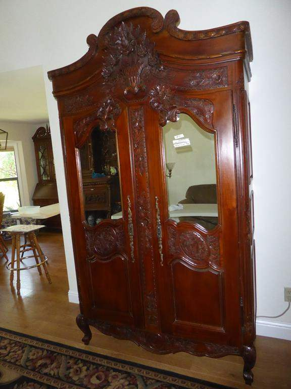 Lot # 90 - Wonderful Vintage Carved Wooden Mirrored Cabinet (main image)