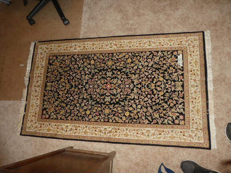 Lot # 253 - Nice Quality Wool/Cotton Entry Rug 5ft x 3ft (main image)