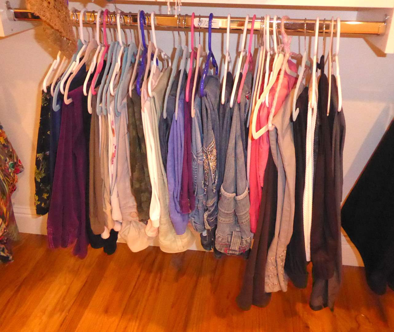 Lot # 125 - Women's Jeans & Pants  (main image)