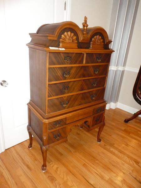 Lot # 51 - Beautiful 'Rushville Furniture Co.' Antique Wooden Dresser (Dovetailed Drawers) (main image)