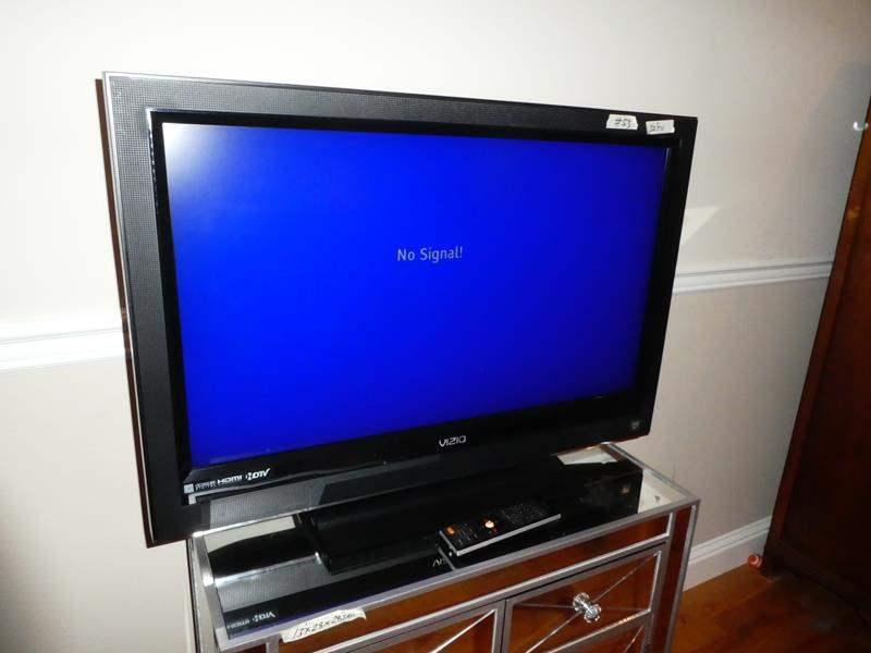 """Lot # 53 - Vizio 32"""" Flat Screen TV w/Remote (main image)"""
