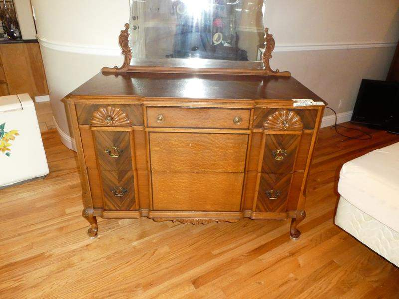 Lot # 55 - Beautiful Antique 'The Rushville Furniture Co.' Ornate Wooden Dresser Beveled Mirror, Dovetailed Drawers & Headboard (main image)