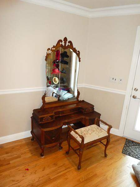 Lot # 59 - Beautiful Antique 'The Rushville Furniture Co.' Ornate Wooden Vanity w/Beveled Mirror, Dovetailed Drawers & Bench (main image)