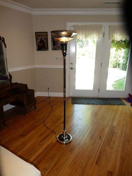 Lot # 61 - Nice Mid Century Metal Floor Lamp (main image)