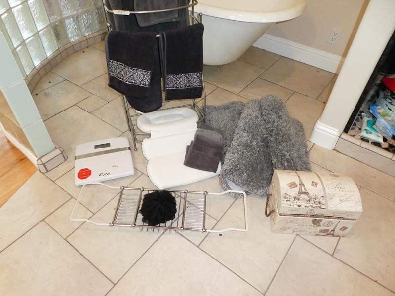 Lot # 64 - Bathroom Towels, Metal Towel Rack, Rugs & Scale (main image)