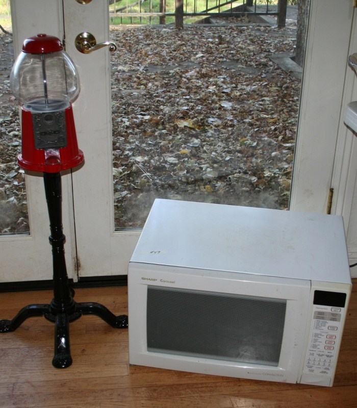 Lot #49 Microwave and Gumball Machine (main image)