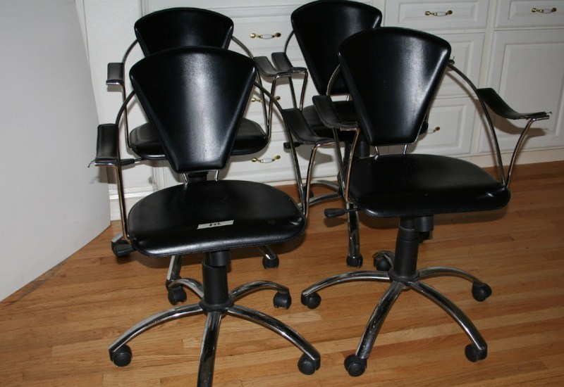 Lot #52 Set of 4 Rolling Chairs (main image)