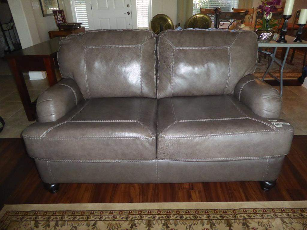 Lot # 61 - Lot # 60 - Like New Leather Love Seat - Matches Sofa (main image)