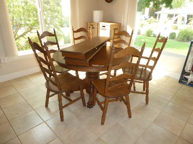 Lot # 14 - Oak Claw Foot Dining Table W/Leaves & Six Chairs  (main image)