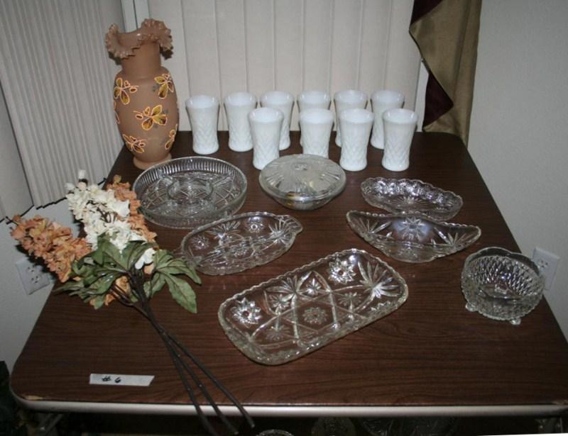 Lot #6 Ruffled Top Vase, Vintage Glassware and Tumbler Set (main image)