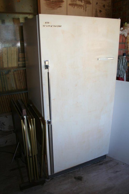 Lot #36 Older Working Frigidaire Refrigerator and TV Trays (main image)