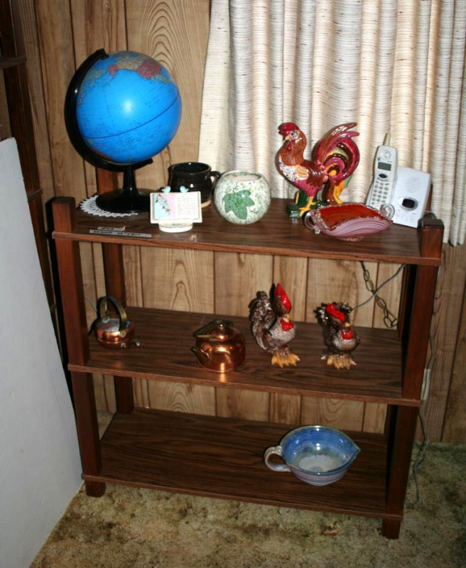 Lot #43 Small 3 Tiered Shelving Unit with Knick Knacks (main image)
