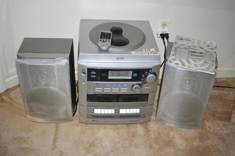 Lot #52 - GPX 5 Compact Disc Home Stereo System w Turntable  (main image)