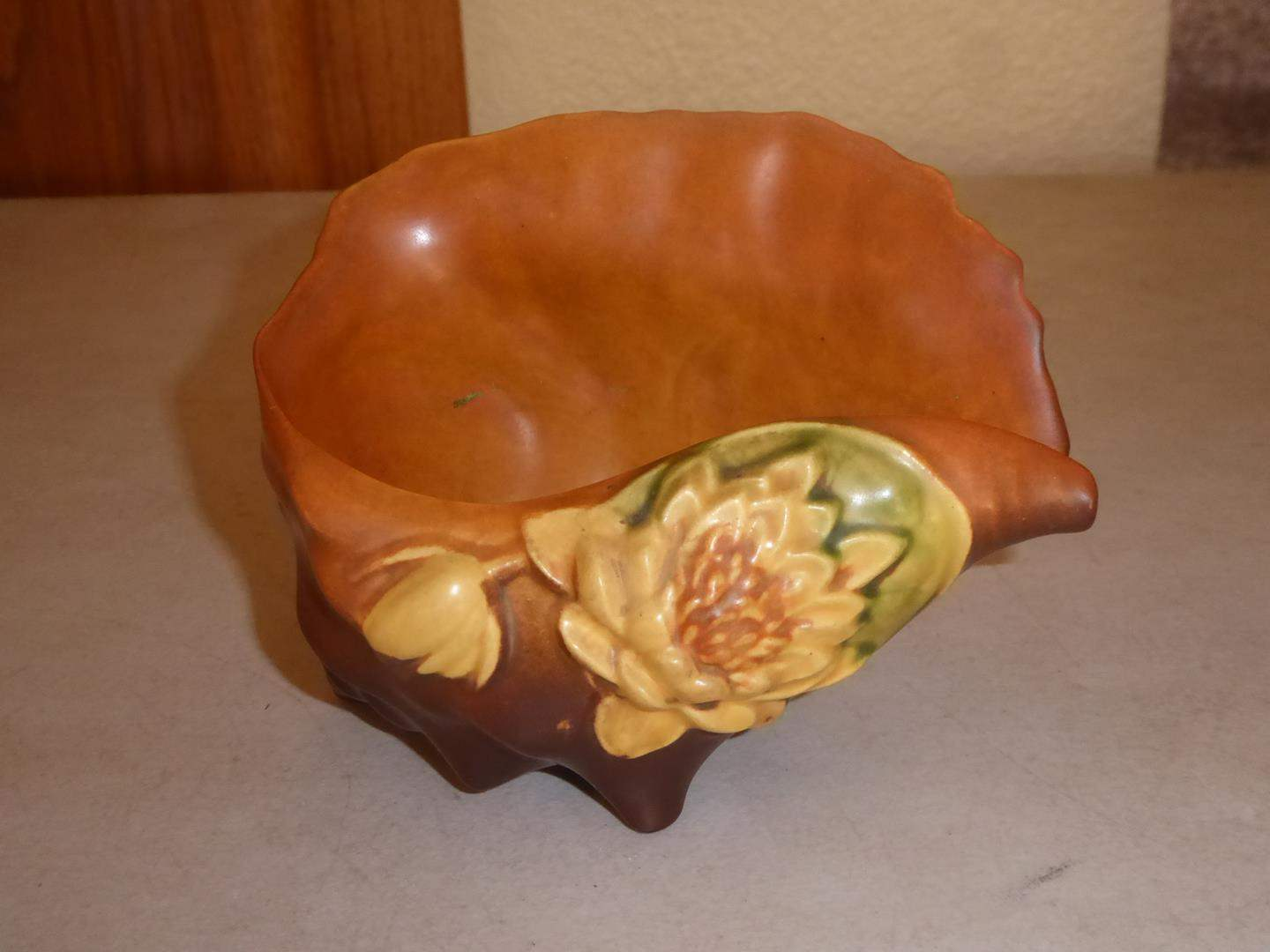 Lot # 81 - Vintage Roseville Pottery Water Lily Brown Conch Shell (main image)
