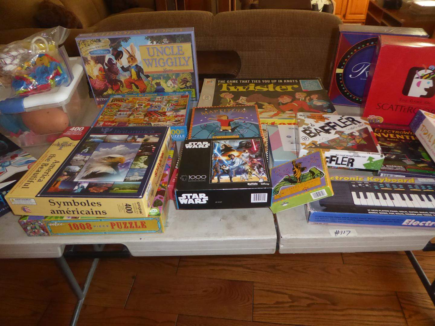 Lot # 117 - Family Puzzles & Games (main image)