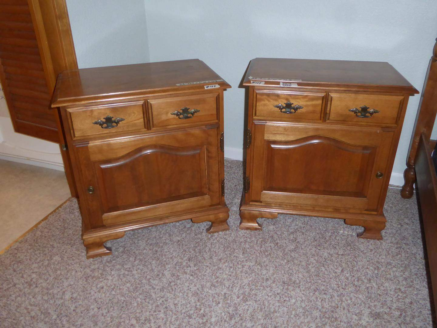 Lot # 129 - Vintage Pair Solid Maple Wood Nightstands (dovetailed drawers) (main image)