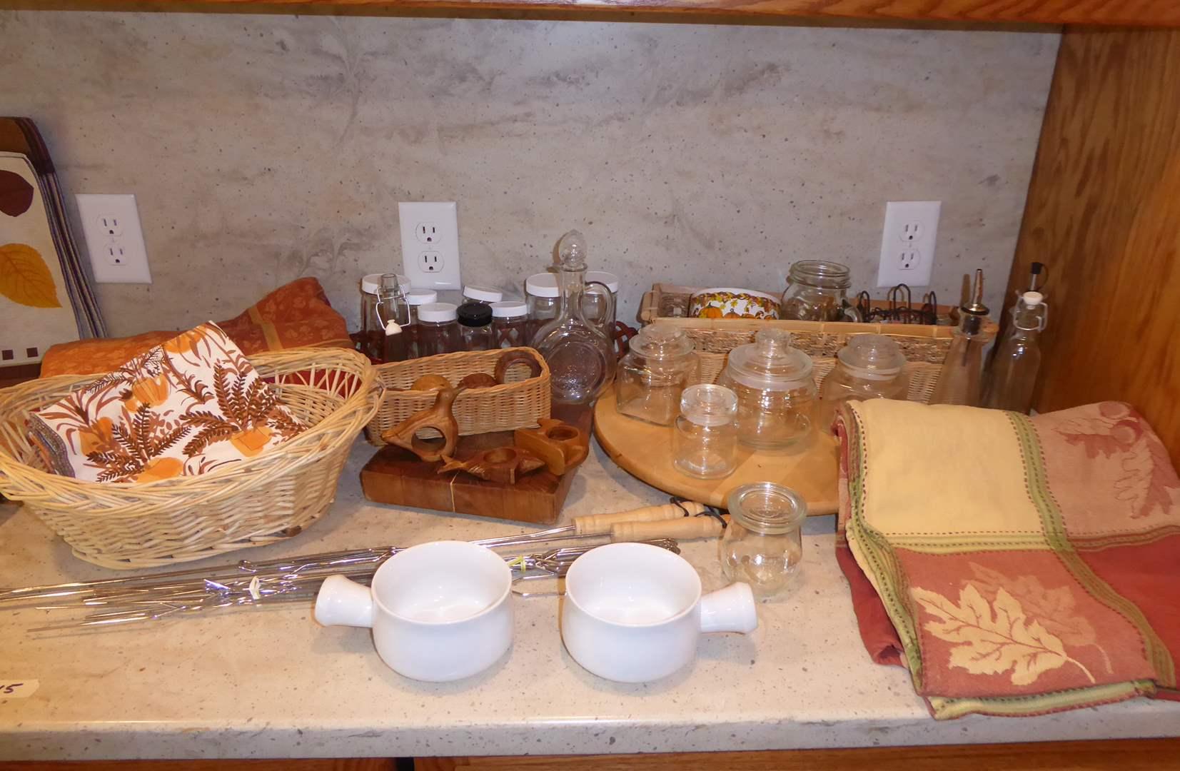 Lot # 15 - Fall & Thanksgiving Table Decor  (main image)