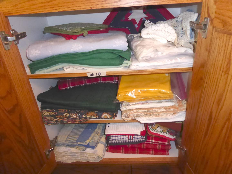 Lot # 18 - Placemats & Miscellaneous Tablecloths  (main image)