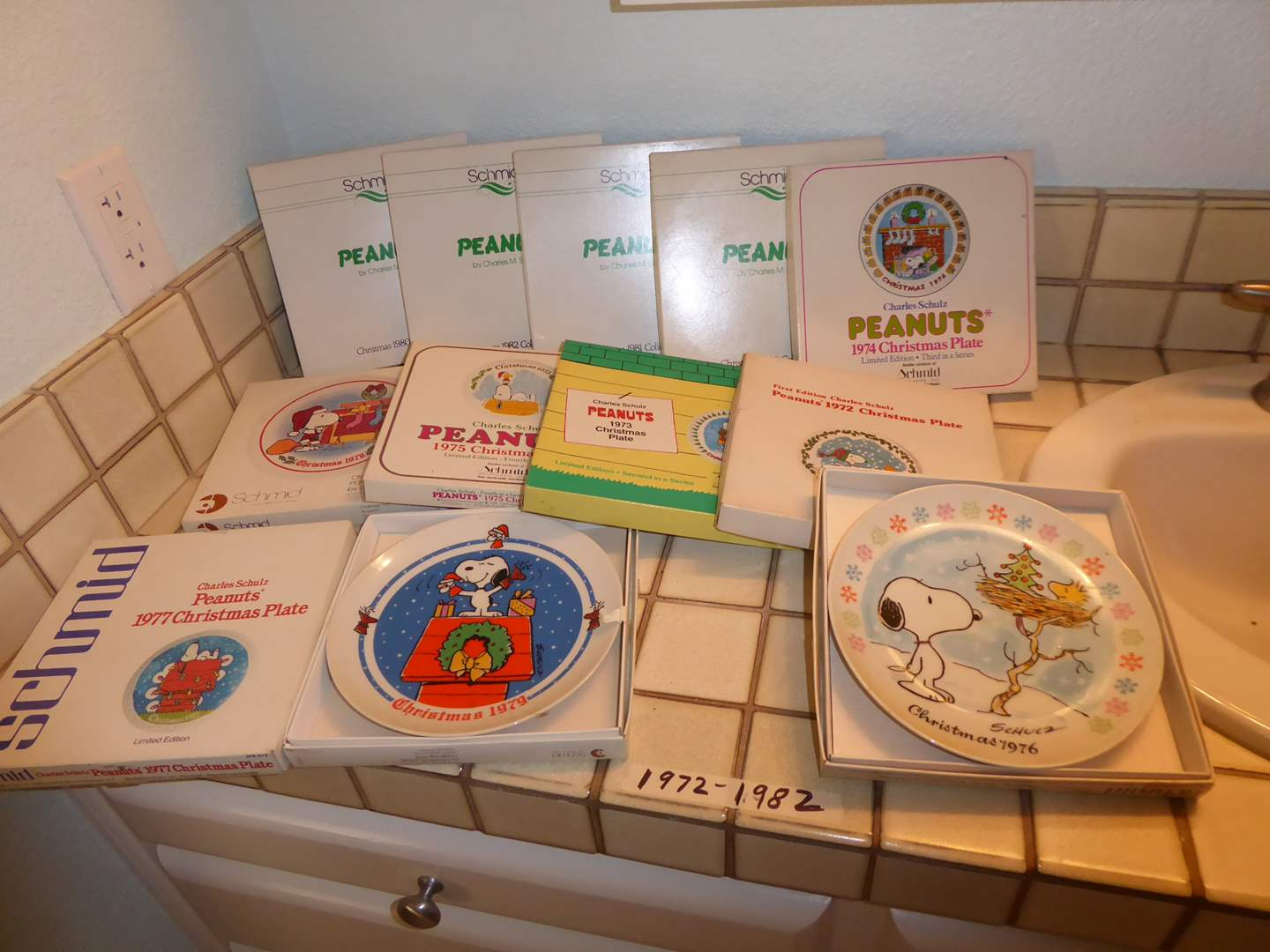 Lot # 213 - Peanuts Christmas Plates (1972-1982)  (main image)