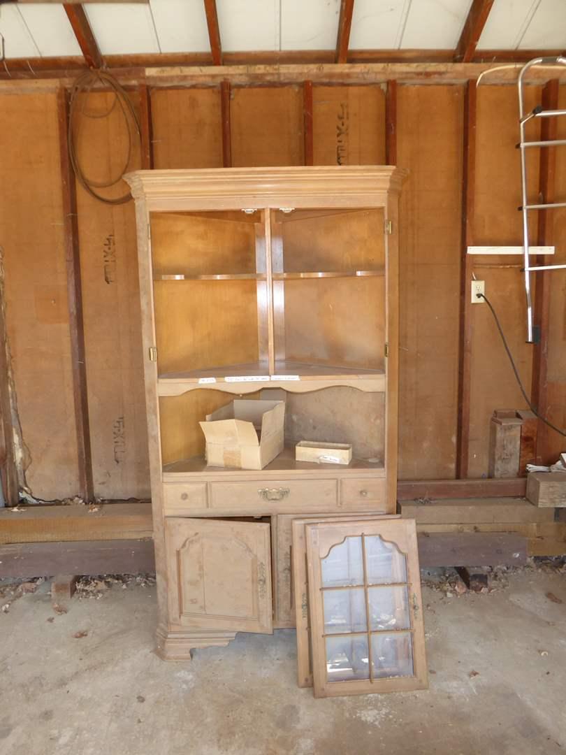 "Lot # 245 - Vintage ""Early American - Temple Stuart"" Maple Corner Cabinet for restoration (main image)"