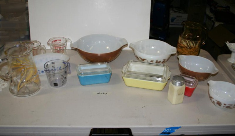 Lot #184 - Kitchen Lot: Vintage Pyrex Mixing Bowls & Covered Dishes, Pitchers .... (main image)