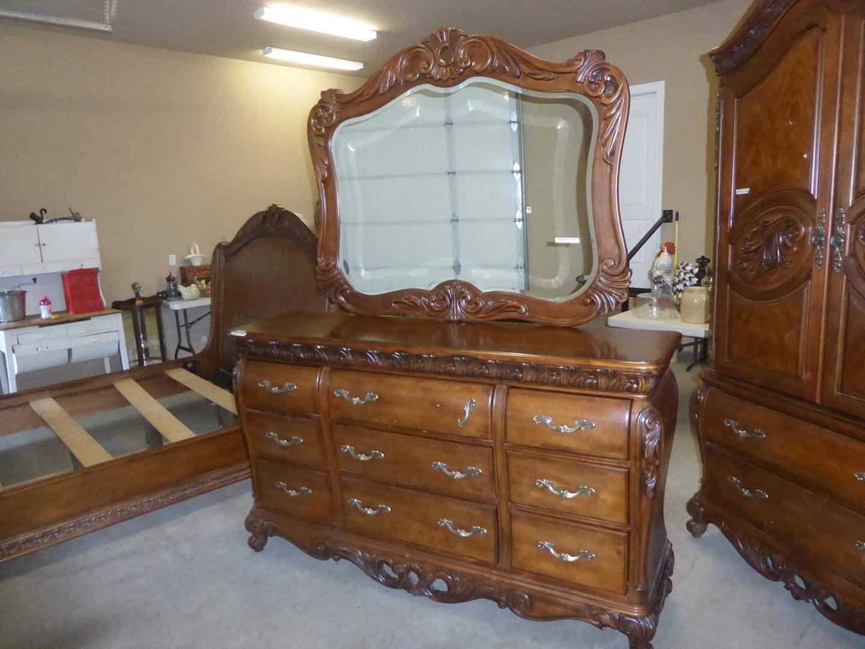 Lot # 52 - 'Pulaski' Wooden Furniture Ornate 9 Drawer Dresser w/Beveled Mirror (main image)