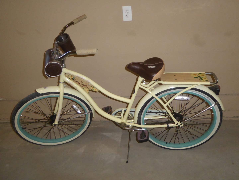 Lot # 67 - 'Panama Jack' Vintage Style Ladies Bike (main image)