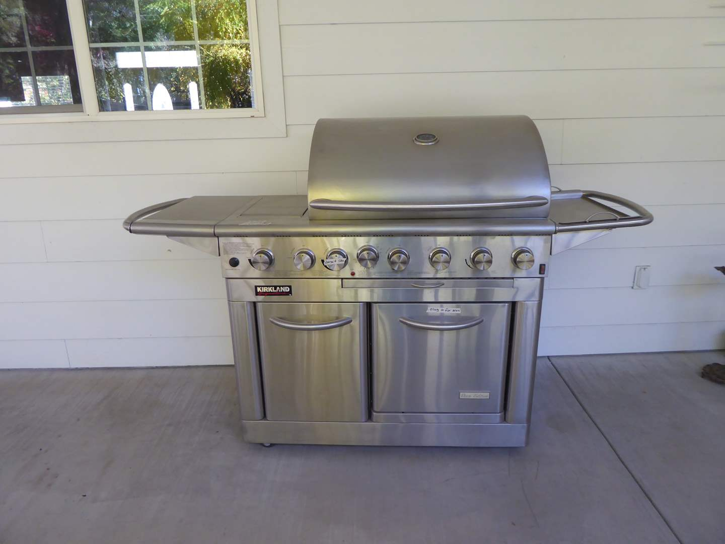 Lot # 107 - Kirkland Grill (Oven Edition) Propane W/Electric Oven (main image)