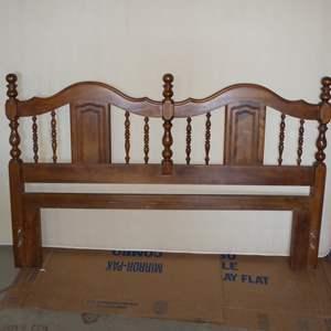 Lot # 256 - Queen Mattress & Metal Bed Frame & Headboard
