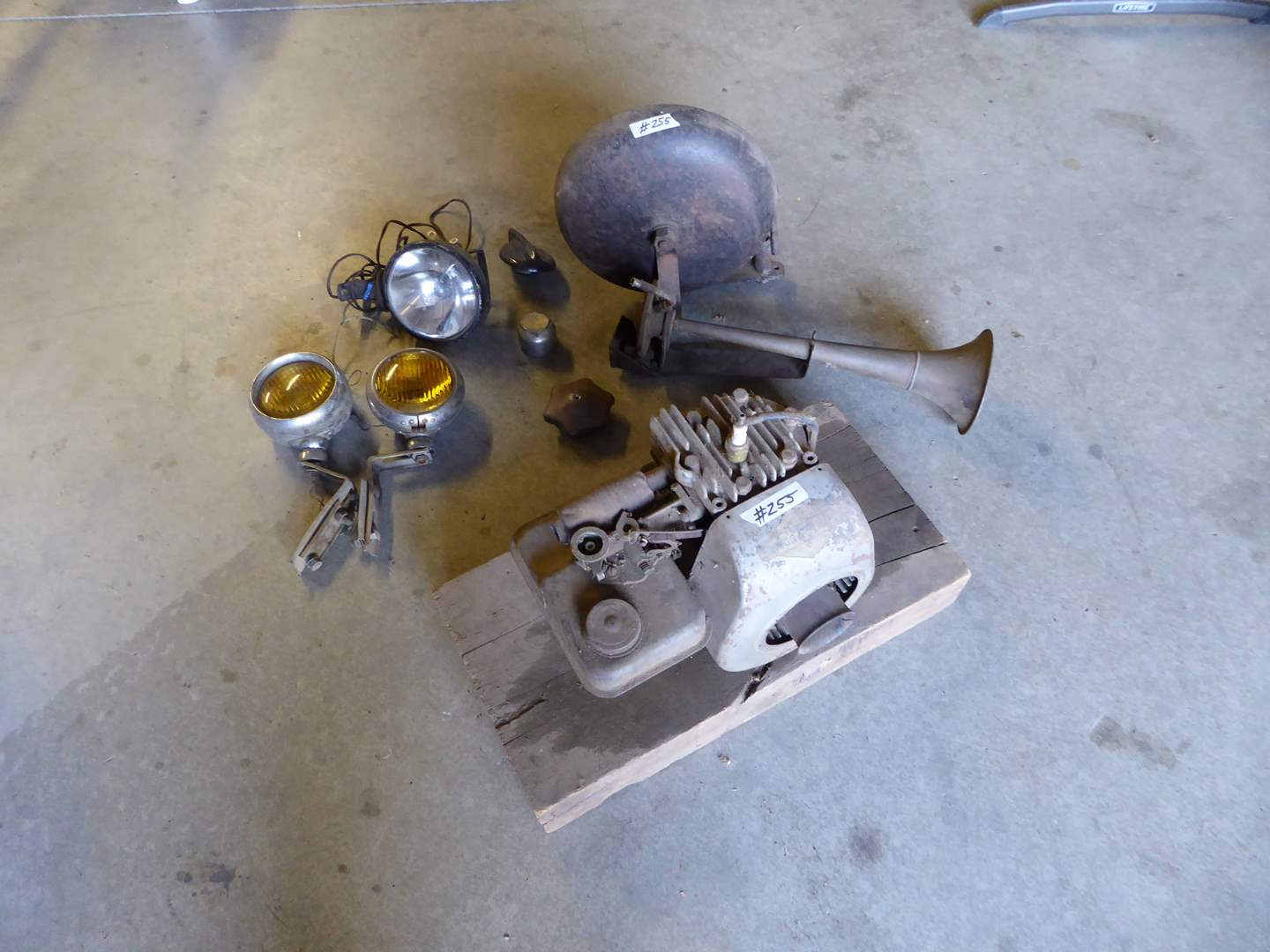 Lot # 255 -Briggs & Stratton Engine (Has Compression) Bell & Lights  (main image)