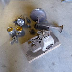 Lot # 255 -Briggs & Stratton Engine (Has Compression) Bell & Lights