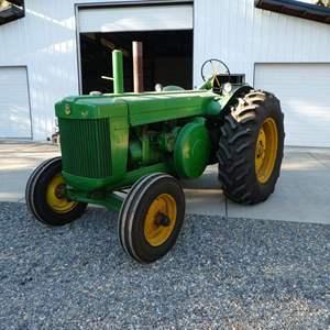 Lot # 199 - Vintage 1952 John Deere Model R Tractor
