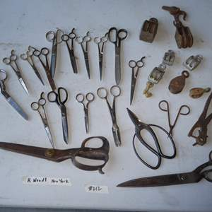 Lot # 212 - Vintage & Antique Scissors Collection & Pully`s