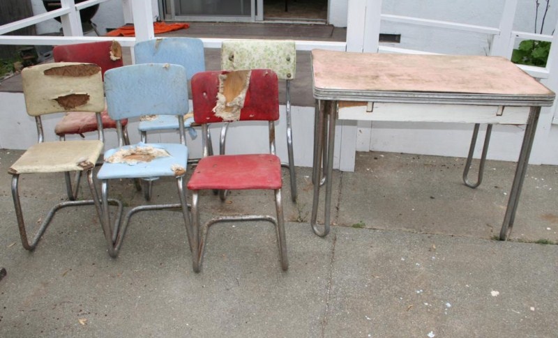 Lot #10 - Vintage Table & Chairs Restoration Project (main image)