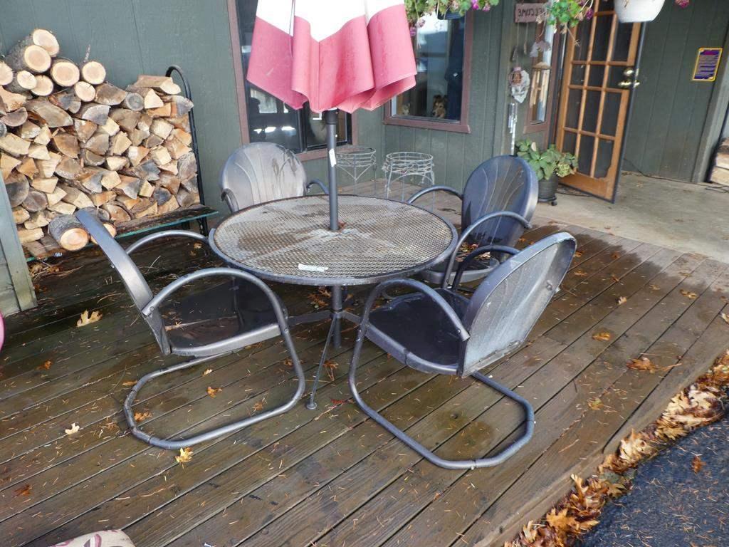 Lot # 302 - Metal Patio Set w/ 4 Chairs & 2 Bonus Plant Stands