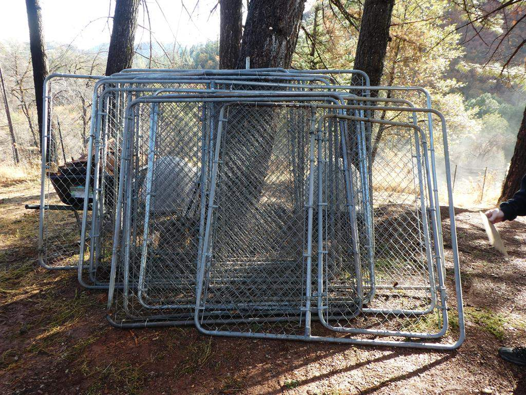 Lot # 304 - 13 Chain Link Panels - 6ft Tall